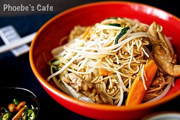 닭고기 넣은 중국식 볶음 국수 차우면(炒麵)